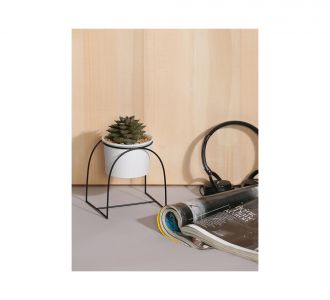 Ceramic Decor Planter With Cup Shaped Metal Stand